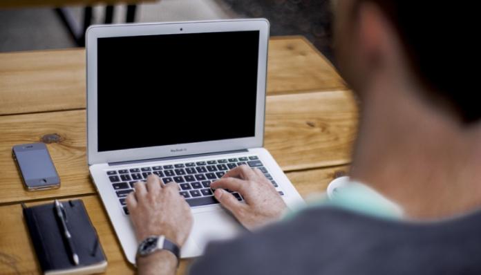Gane dinero resolviendo captchas online